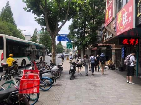 杨浦五角场,国定路复旦大学生活区,沿街可餐饮旺铺出租,可分割