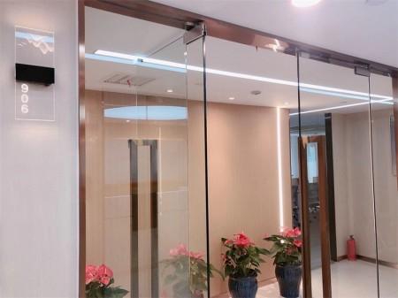静安 南京西路地铁口,吴江路188号静安新时代大厦,139平精装修拎包入驻带隔断工位办公室